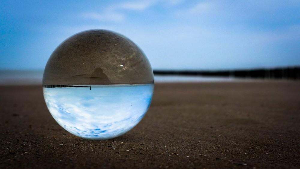 Viewfinder-kristallen-bol-eigenzinnige-fotografie-strand-golfbreker-2