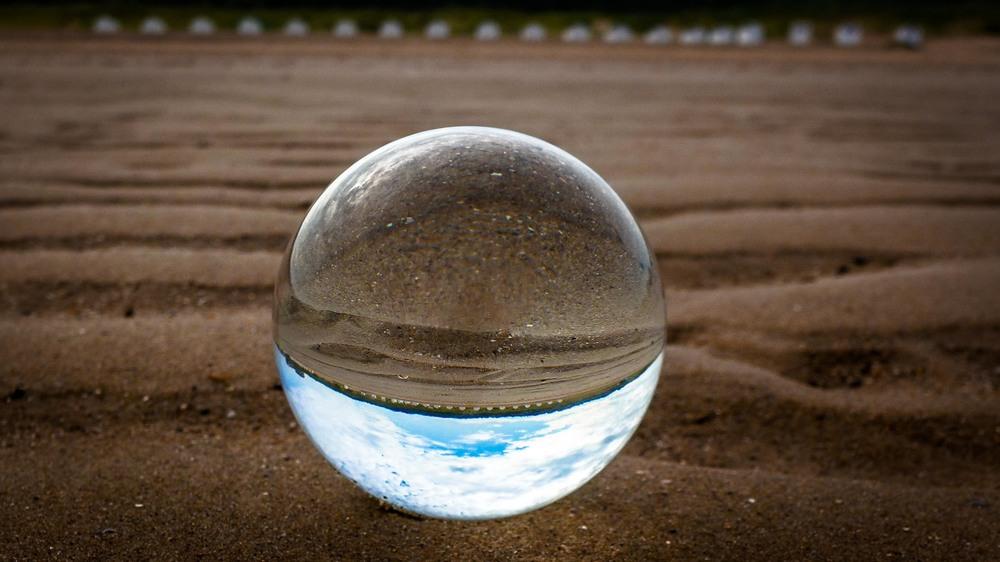 Viewfinder-kristallen-bol-eigenzinnige-fotografie-strand-golfbreker-3