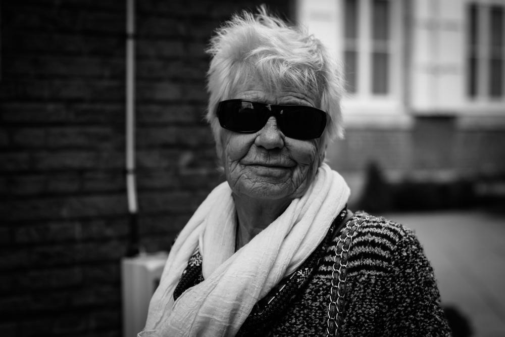 Viewfinder-straatfotografie-Boom-Rupelstreek-plezierige-senior-portret