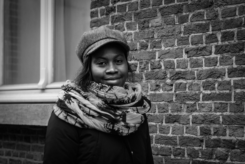 Viewfinder-straatfotografie-Boom-Rupelstreek-portret-dame-hoed