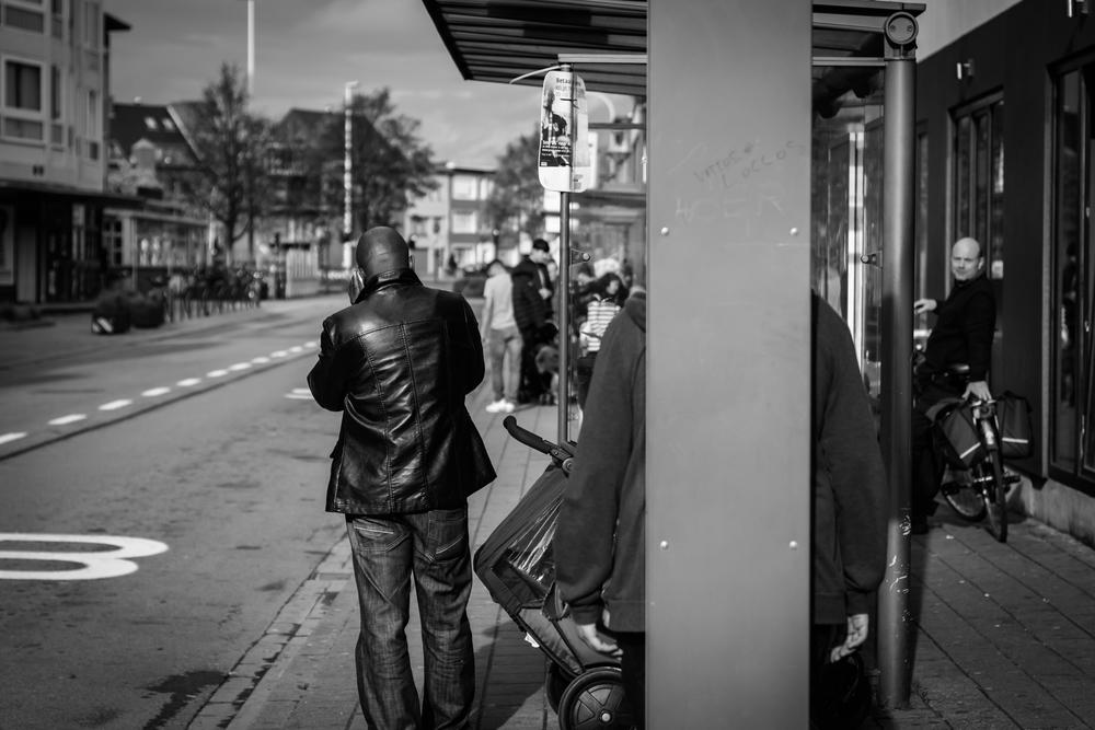 Viewfinder-straatfotografie-Boom-Rupelstreek-wachten-aan-bushalte