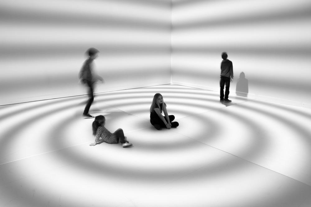Viewfinder-eigenzinnige-fotografie-Peter-Kogler-Brussel-illusie-lijnen-vormen-Ninte-Amelie-Rune-Axl