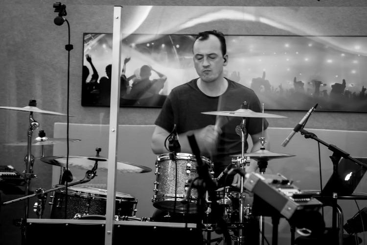 Jelle, drummer bij Uncle Phil, is de enige die een playlist voor zich mag leggen.