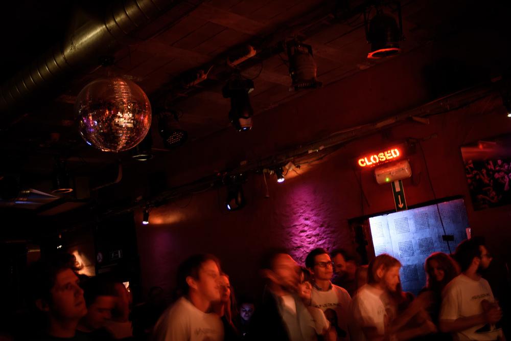 Viewfinder-Uncle-Phil-speelt-in-Charlatan-Gent-funk-disco-soul-band-Ruisbroek-allen-Get-Lucky