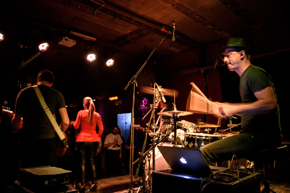 Viewfinder-Uncle-Phil-speelt-in-Charlatan-Gent-funk-disco-soul-band-Ruisbroek-allen15.jpg