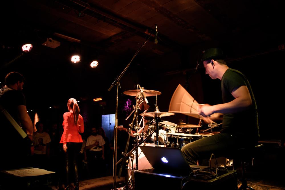 Viewfinder-Uncle-Phil-speelt-in-Charlatan-Gent-funk-disco-soul-band-Ruisbroek-allen16.jpg