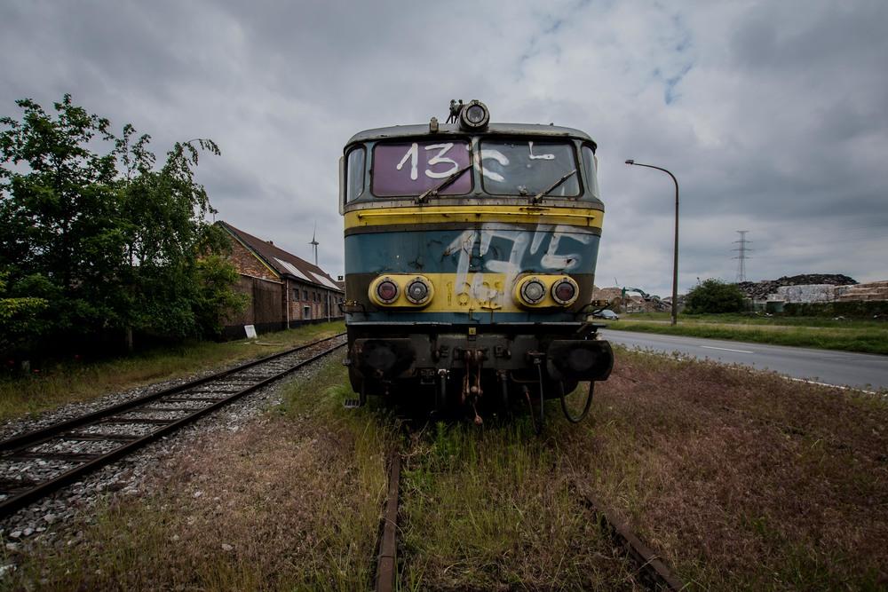 Viewfinder-vergane-glorie-uitgerangeerd-locomotief-gent-zeehaven-klaproos-spoor