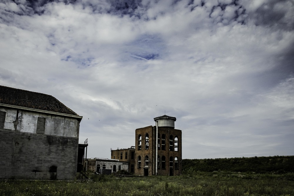 viewfinder-eigenzinnigie-fotografie-urbex-vergane-glorie-oude-papierfabriek-buiten