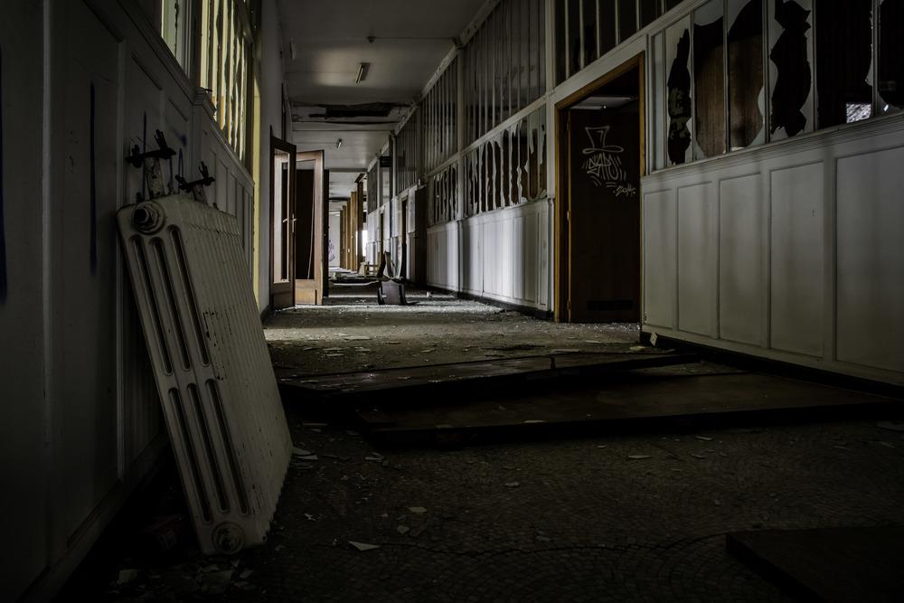 viewfinder-eigenzinnigie-fotografie-urbex-vergane-glorie-oude-papierfabriek-gang-directie