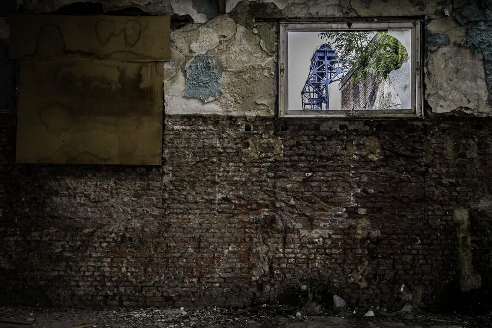 viewfinder-eigenzinnige-fotografie-urbex-vergane-glorie-oude-papierfabriek-blauwe-brug-aan-kanaal