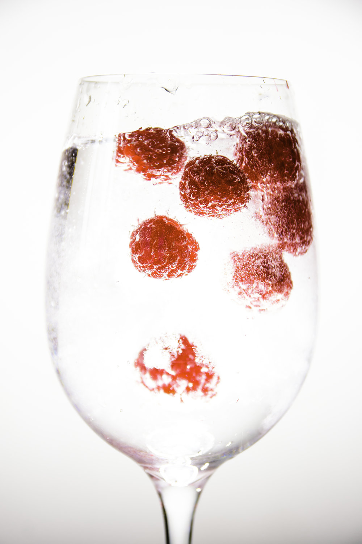viewfinder-eigenzinnige-fotografie-experimenteer-licht-living-studio-wijnglas-framboos-1