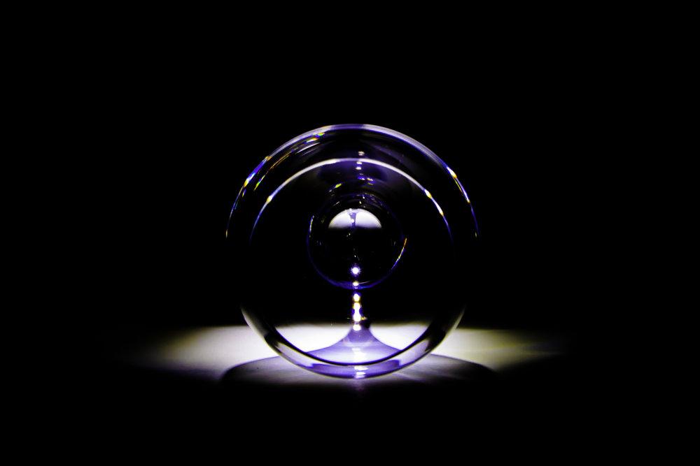 WC als fotostudio - wijnglas wordt voorspeller van de toekomst - eigenzinnige fotografie ten top!