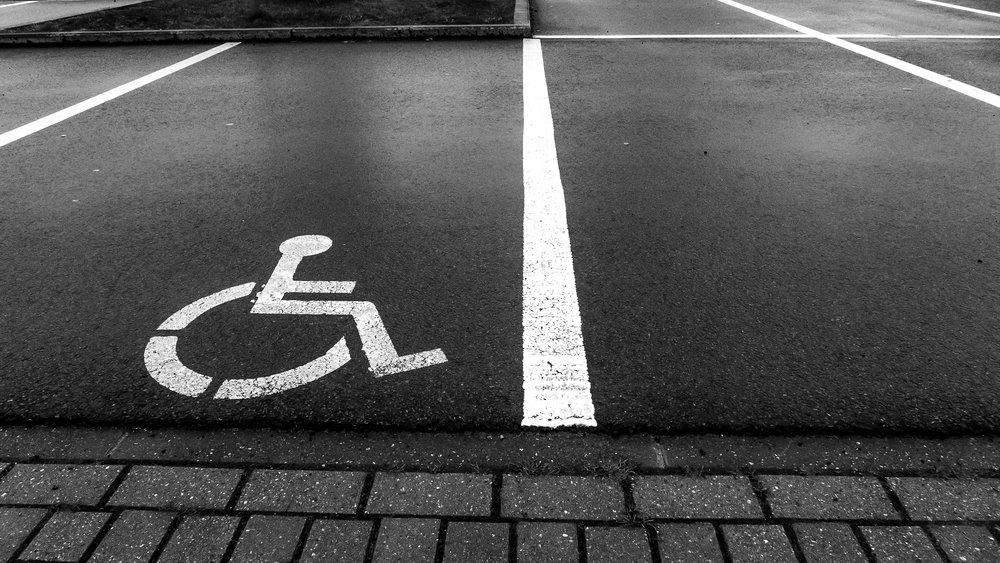 viewfinder-eigenzinnige-fotografie-lijnen-vormen-minimalisme-parking-5