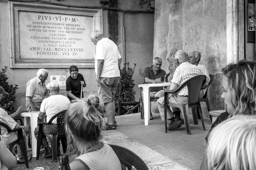 viewfinder-straatfotografie-oude-mannen-in-Collevecchio-10.jpg
