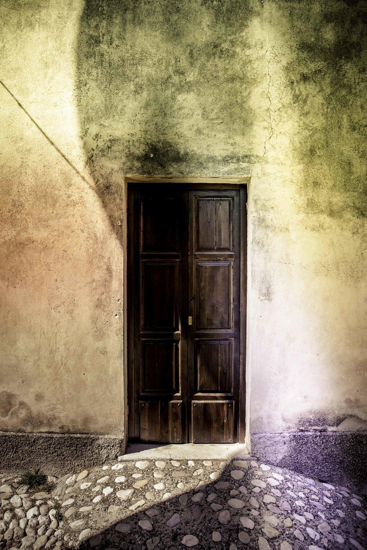 viewfinder-voordeuren-schilderen-eigenzinnige-straatfotografie-Italie-1