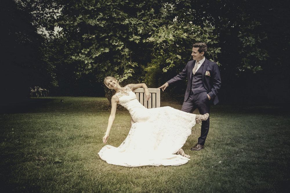kim-annelies-huwelijk-koppel-tuin-18.jpg