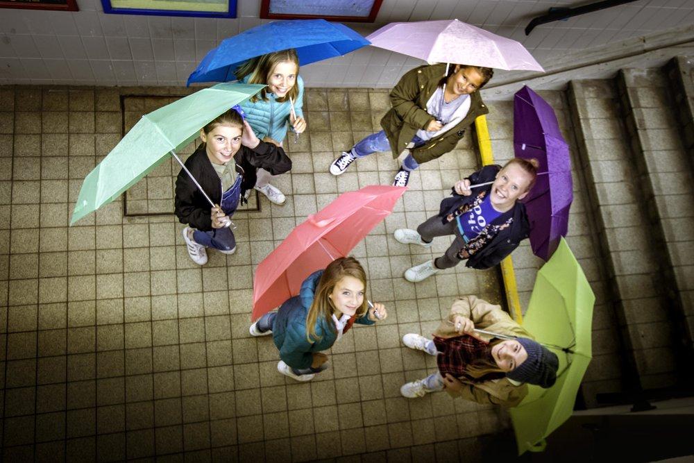 Onder moeders paraplu