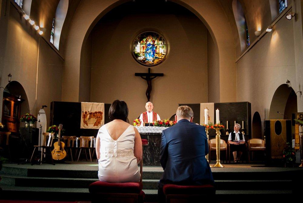 Viewfinder_huwelijksfotografie_huwelijksreportage_7_snelle_tips_kerk_tekenen_wachten.jpg