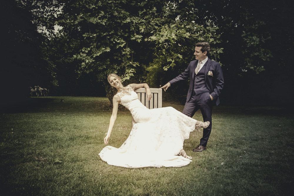kim-annelies-huwelijk-koppel-tuin-17.jpg
