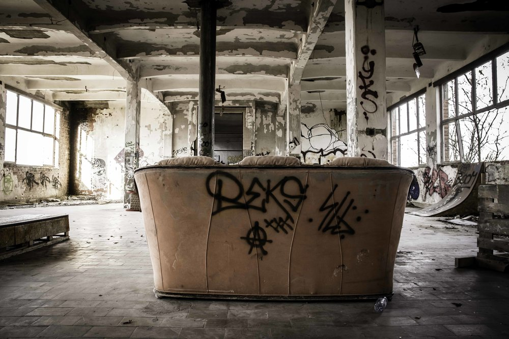 viewfinder-creativeboody-verlaten-gebouwen-fotograferen-buurt-bastogne-vroeger-opleidingscentrum-SNCB-urbex-fotografie-belgie-2