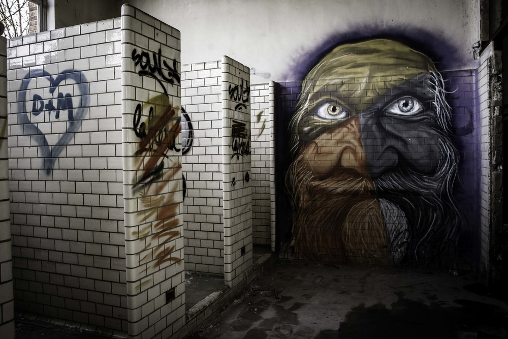 viewfinder-creativeboody-verlaten-gebouwen-fotograferen-buurt-bastogne-vroeger-opleidingscentrum-SNCB-urbex-fotografie-belgie-4