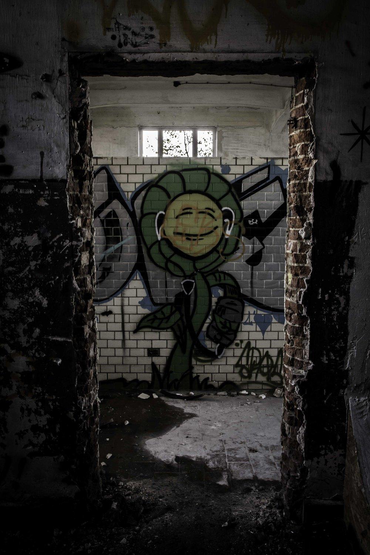 Viewfinder-creativeboody-urbex-verlaten-gebouw-nmbs-bastogne-14.jpg