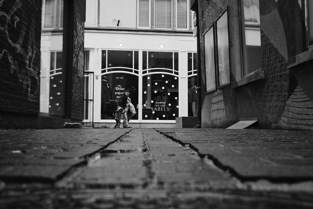 viewfinder_creativeboody_straatfotografie_antwerpen_kikvorsperspectief.jpg