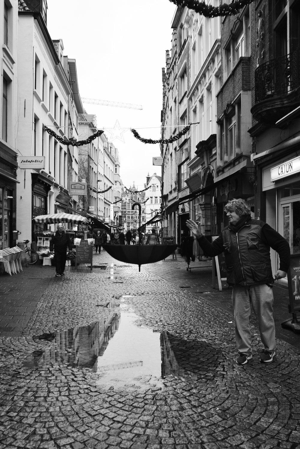 viewfinder_creativeboody_straatfotografie_antwerpen_paraplu_3.jpg