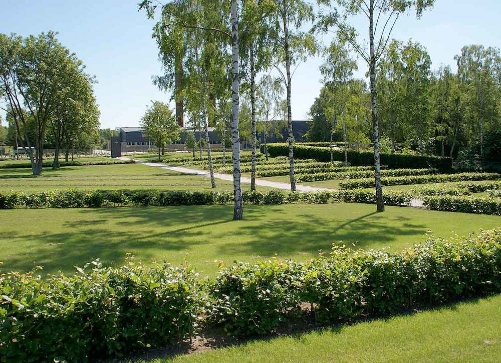 Alderslyst Kirkegård  Området for udvidelsen er beliggende i et smukt skålformet terræn med en eksisterende blandet skovbeplantning af bl.a. skovfyr, lind og birk.   Læs mere →