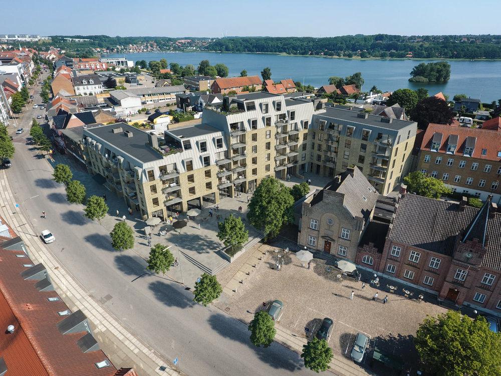 Rådhusgården  Området omkring det tidligere rådhus er historisk et af Skanderborgs ældste bydele, og rummer flere bygninger af historisk karakter.   Læs mere →