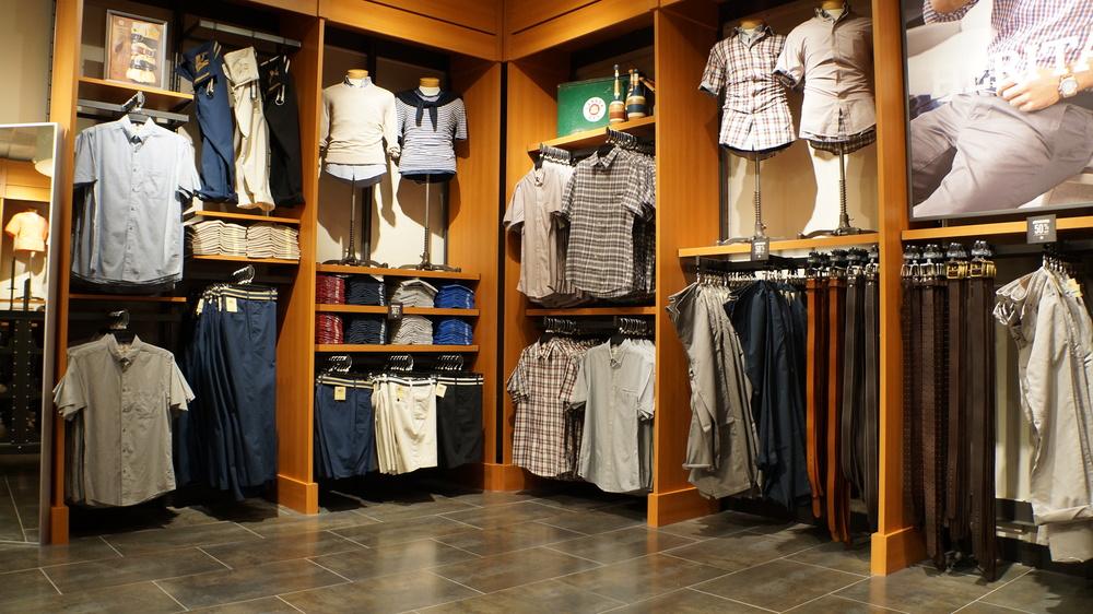 Custom Closet Merchandise Display