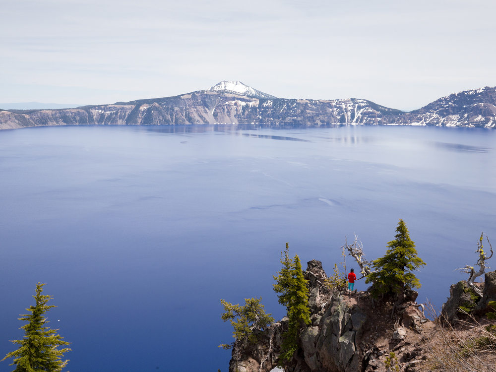 the national parks girl_crater lake national park_canon6d.JPG