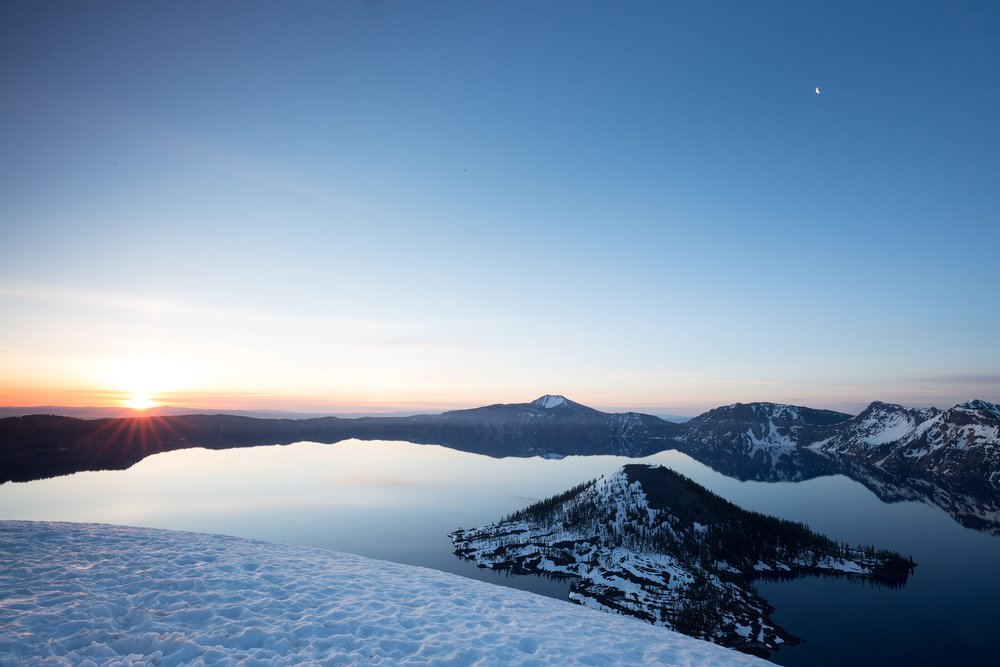 the national parks girl_crater lake national park_canon6d_wizard island_sunrise.JPG