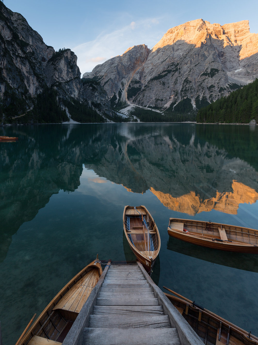 Lago di Braies sunrise