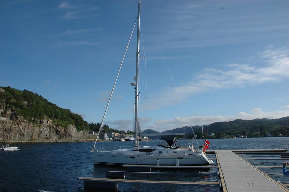 Stjerneglim alene i den nye havna i Flekkefjord