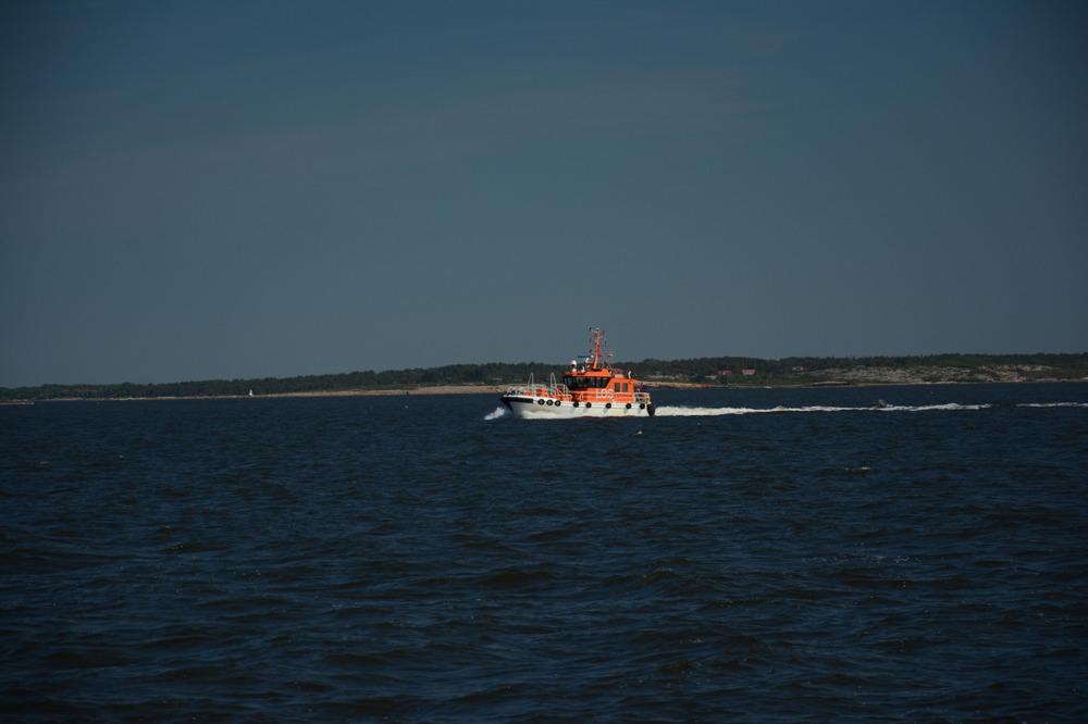 Losbåten på vei ut for å lose en polsk båt