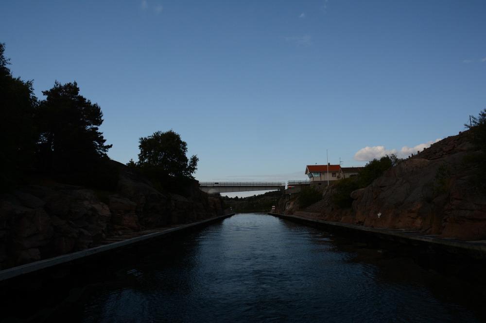 2 støt i hornet og broen åpner seg