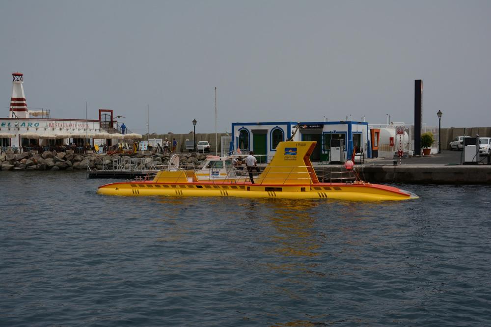 Ubåten i Mogan tar deg 10-15 meter under vann