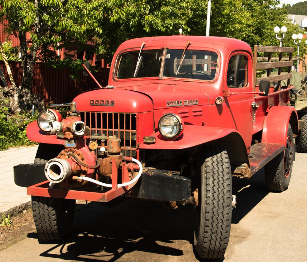 En gammel Dodge utenfor teknisk museum