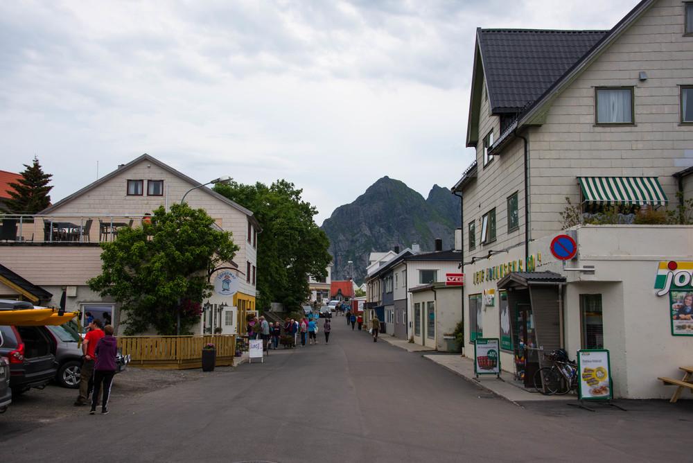 Hovedgata i Henningsvær