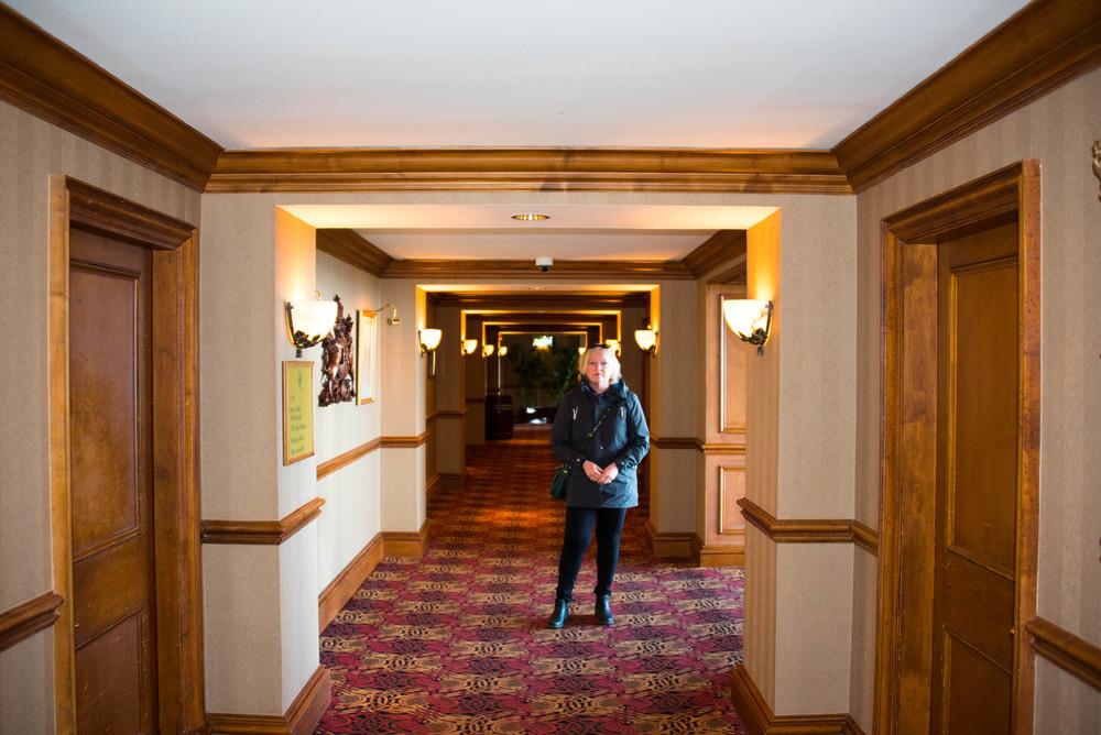 Fruen på hotellbesøk
