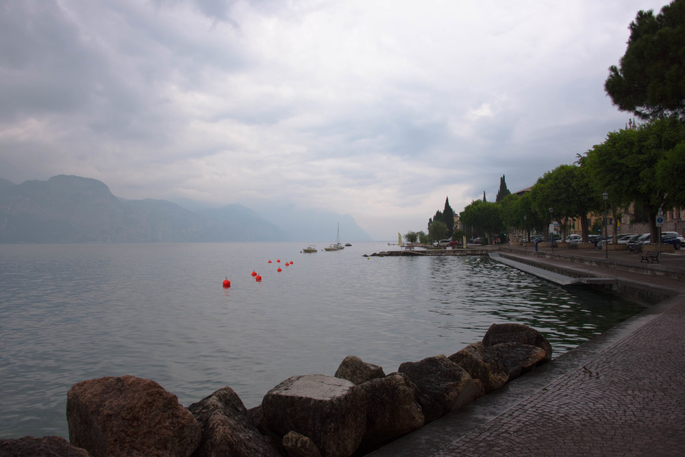 Brenzone Sul Garda-rett før det bøtter ned igjen