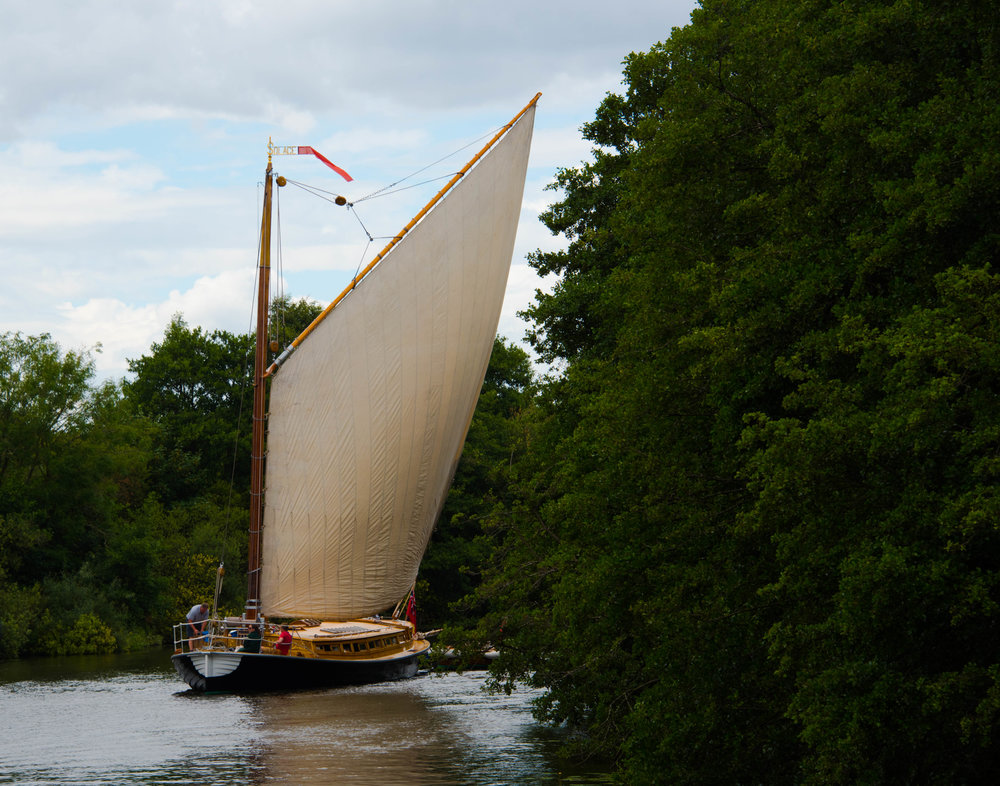 Mye seil på liten båt