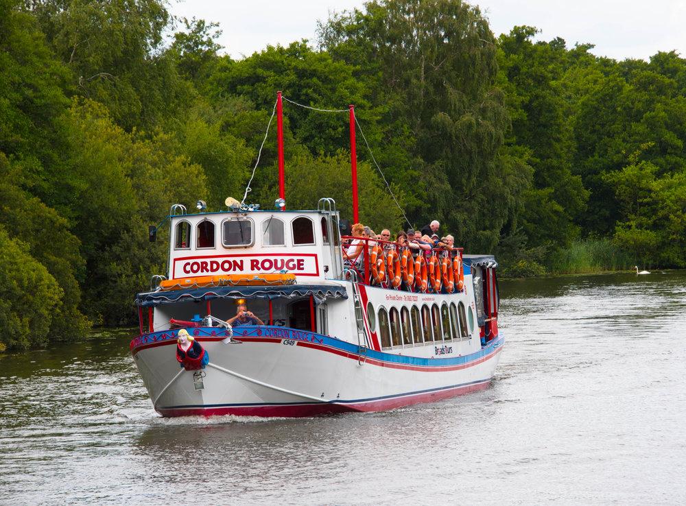 Søsterskipet til båten vi kjørte