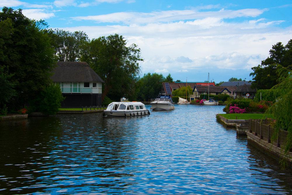 Mange mystiske båter på kanalen