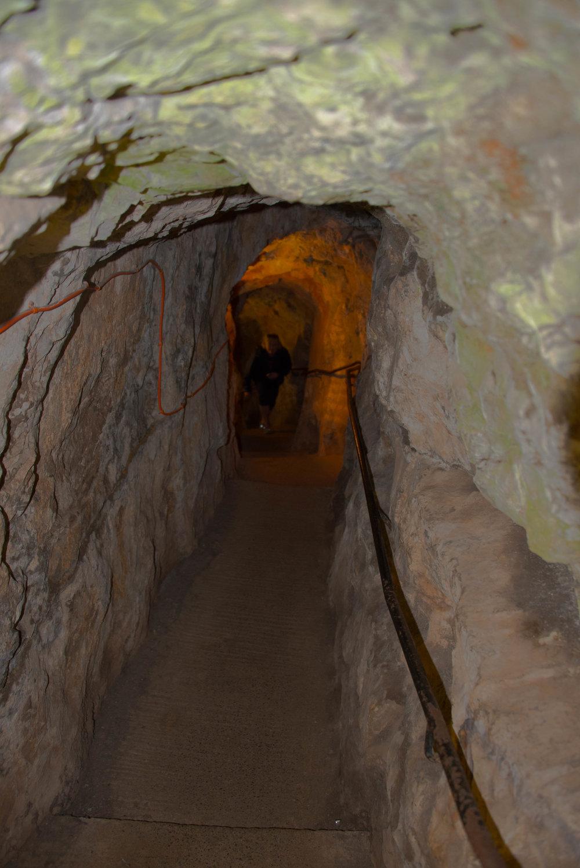 Kona, nesten opp av grotten