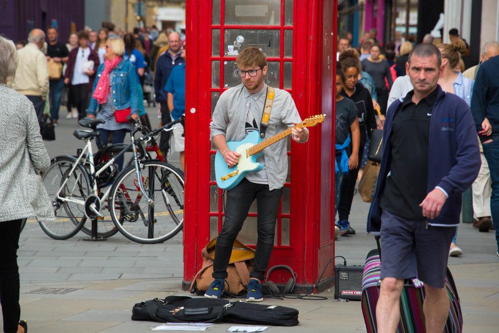 Bra musikanter i gatene, mye bedre enn sigøyneren i Lillestrøm som kan 2 låter på trekkspillet sitt