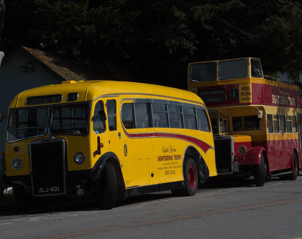 Veteranbusser utenfor Torquay stasjon