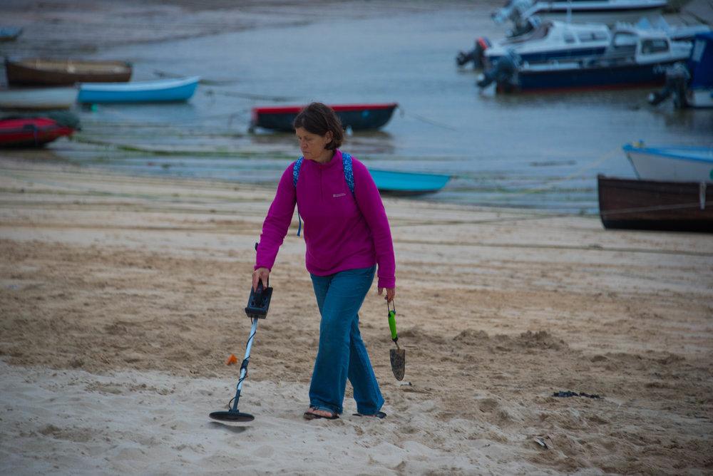 Fru Sabeltann jaktet på gullmynter etter at turistene hadde forlatt stranden