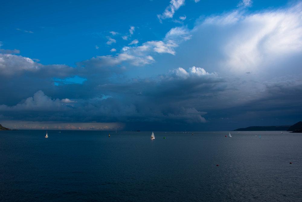 Skikkelig regnværssky et stykke ut i den Engelske kanal